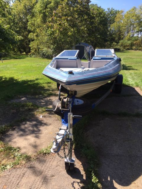 1988 Bayliner Capri boat with 125 hp Force outboard motor