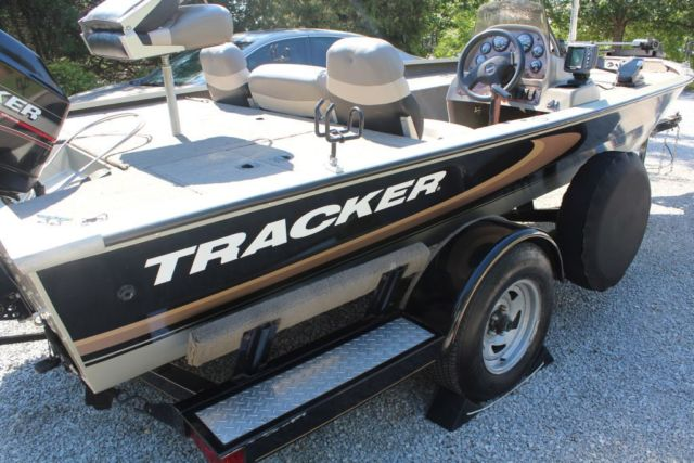 2000 Tracker Tournament V18 Special Edition Bass Boat W