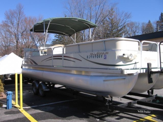 2004 Odessey 25' Tri-Toon Pontoon Boat for sale in