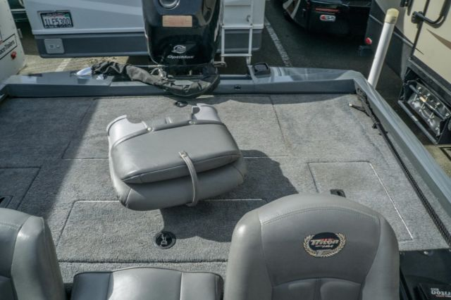 2006 Triton Bass Boat 176 Magnum 18 With Factory Matched