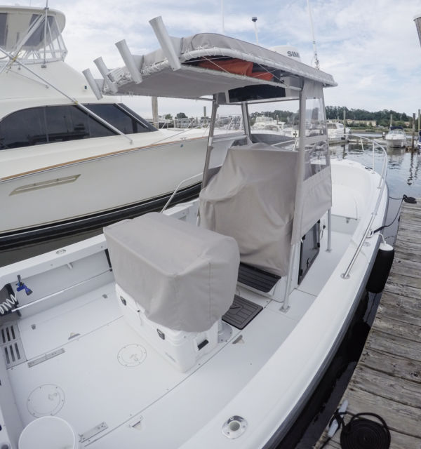 24 Boston Whaler Outrage Restored New Twin 150 Etecs and
