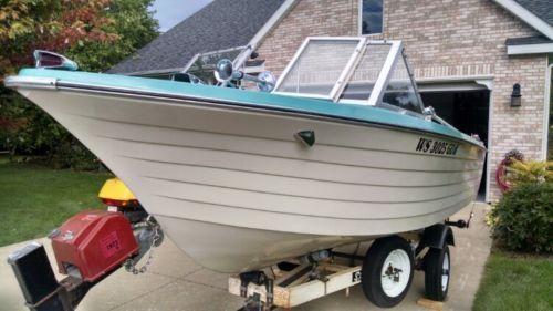 69 Classic Lapstrake Fiberglass Crestliner Buccaneer Runabout Boat