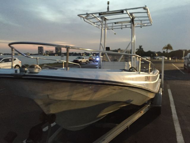 1971 Boston Whaler Outrage 21' Classic Ribside  #0071 for sale in