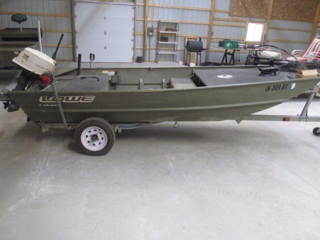 Lowe 14' Flat Bottom Fishing Boat & Trailer With 25 hp