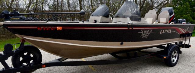 Lund PRO V SE w/ 200 HP Mercury & 9 9 4-Stroke Kicker 1