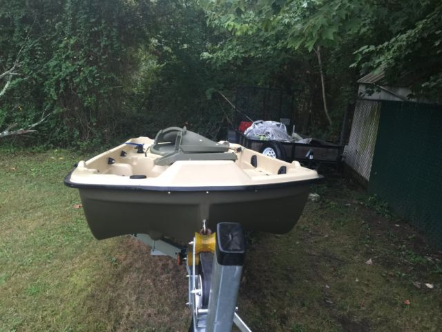 Sun dolphin pro 10 2 two seat 10 39 2 fishing boat with for Sun dolphin fishing boat
