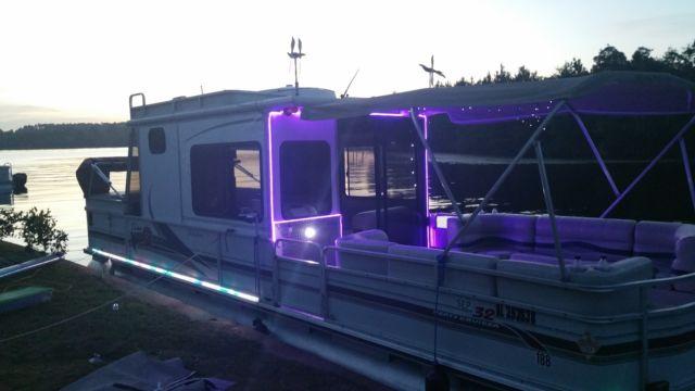 Sun Tracker Party Hut >> sun tracker Party hut , 3.0 I/O AC Full Camper Enclosure, 2012 Tandem Trailer for sale in ...