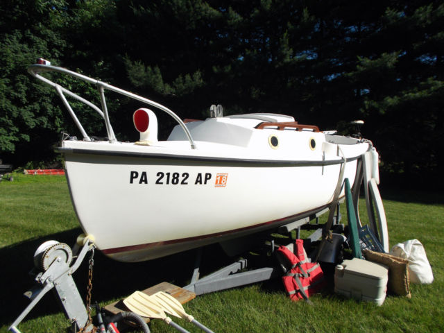 VGC Classic 1979 Compac 16' Sailboat complete with trailer
