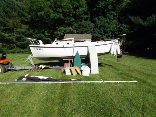 VGC Classic 1979 Compac 16' Sailboat complete with trailer & many